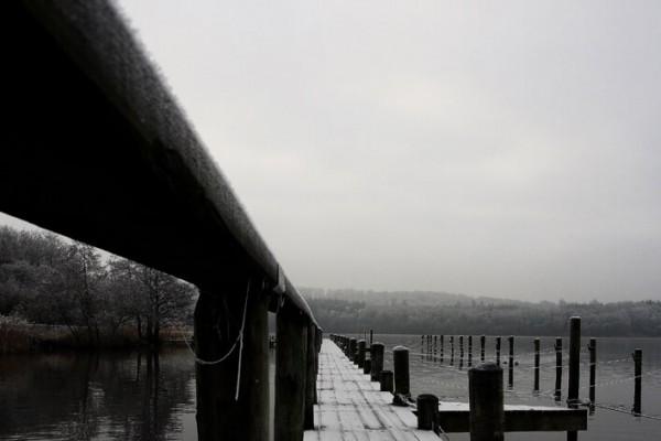 Sort hvid bådbro vinter af Niels Foltved