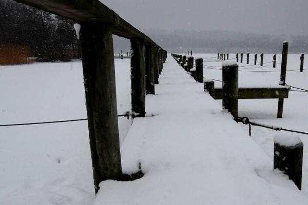 Bådbro med sne af Niels Foltved